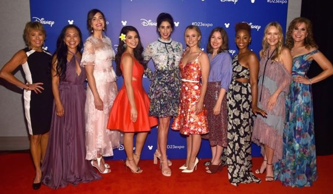 10 Disney princesses gather together