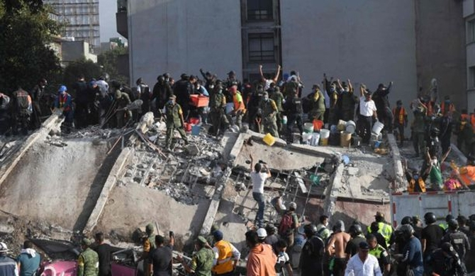 Over 100 dead after strong quake strikes Mexico (Video)