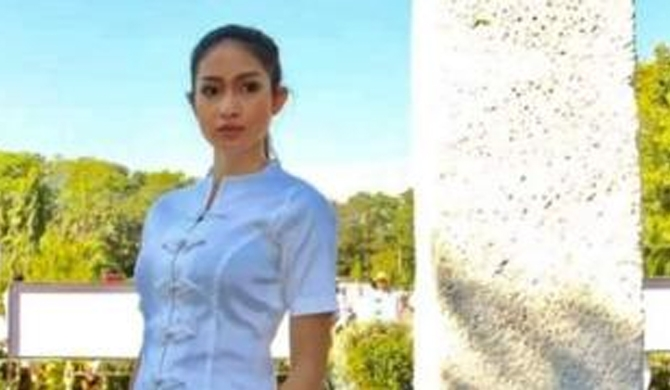 Beauty queen 'dethroned in Rohingya row'