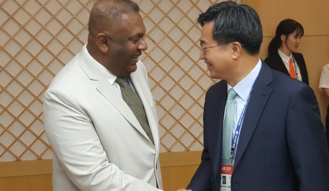 FInance minister holds bilateral talks in S. Korea
