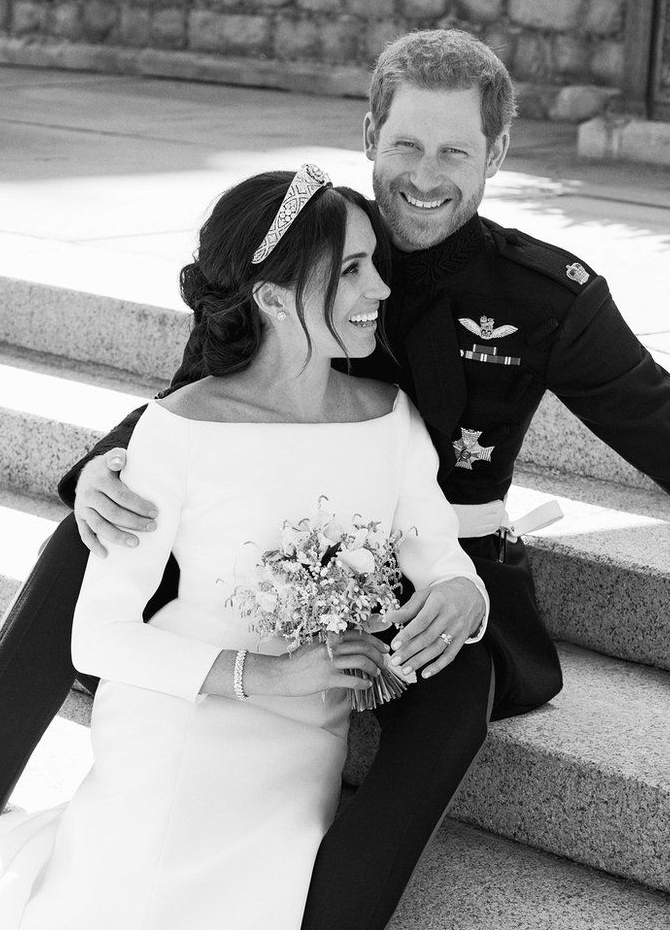 Official wedding photos of Harry - Meghan released