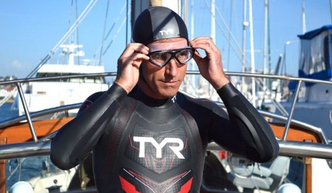 Swimmer begins record Pacific crossing attempt