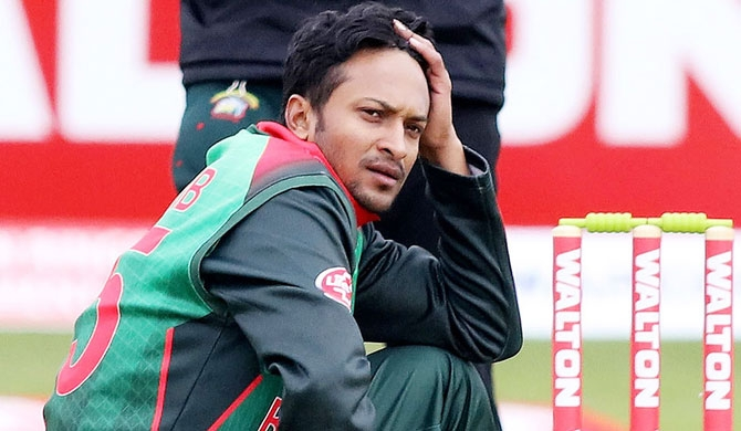 Shakib banned over 'corrupt approaches'