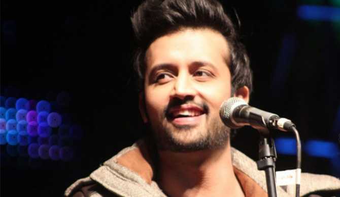 Atif Aslam halts concert to rescue female fan