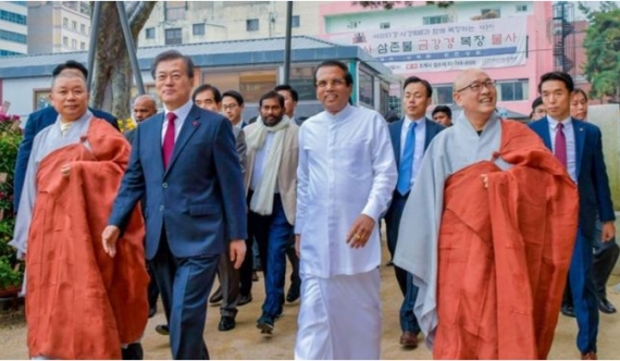 Unexpected welcome for president Sirisena at temple