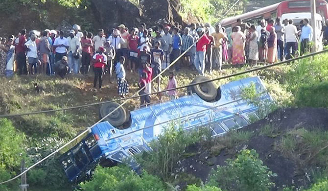 33 including schoolchildren injured as bus falls off precipice (Pics)