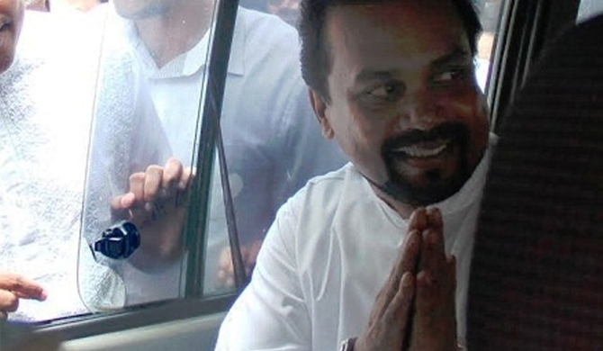 Wimal hold secret talks in car of powerful UNP minister!