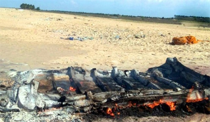A person who set fire to a boat in Jaffna arrested (Pics)