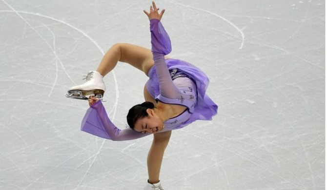 Japan's figure skating star retires