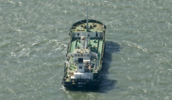 Somali pirates free ship with Lankan crew
