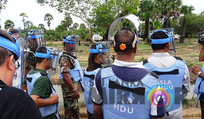 Cambodian demining experts in Muhamalai (Pics)