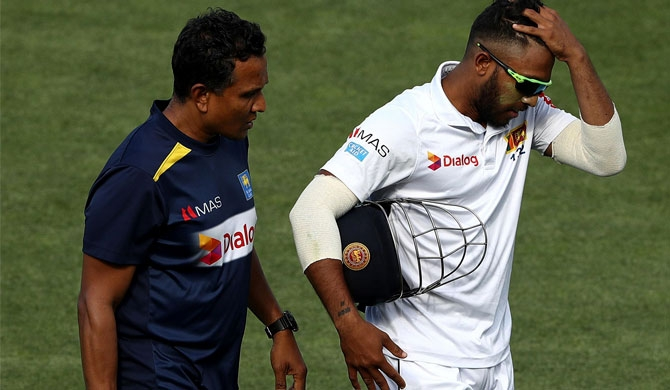 Injury scare for Kusal Mendis (Video)