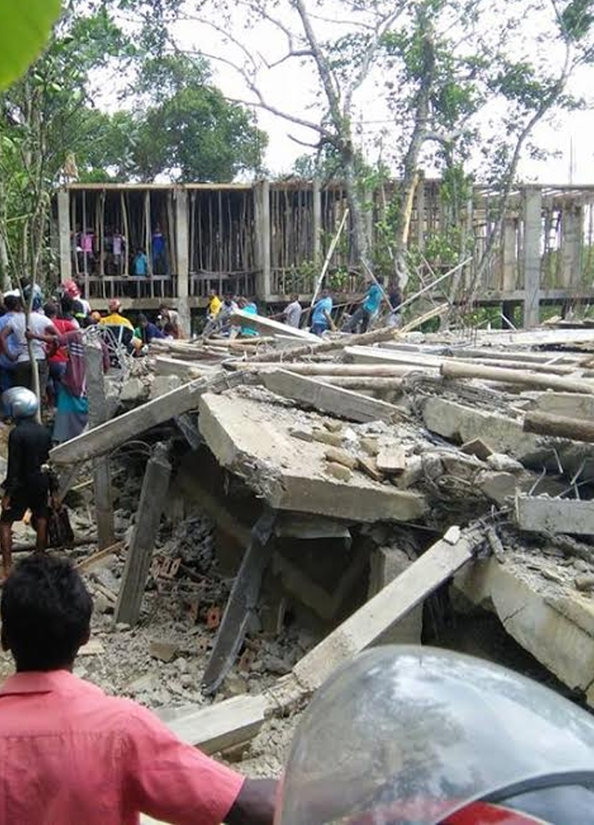 6 injured in building collapse