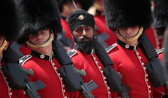 Guardsman first to wear turban at parade