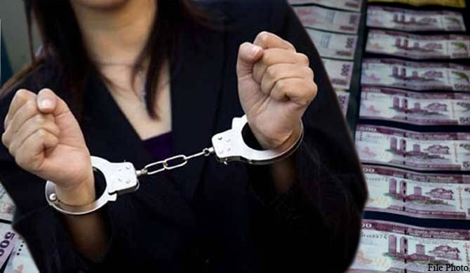 2 women arrested with forged banknotes