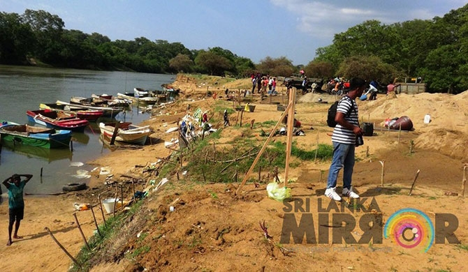 Authorities ignore illegal sand mining in the Mahaweli