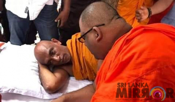Gnanasara Thera meets Rathana Thera