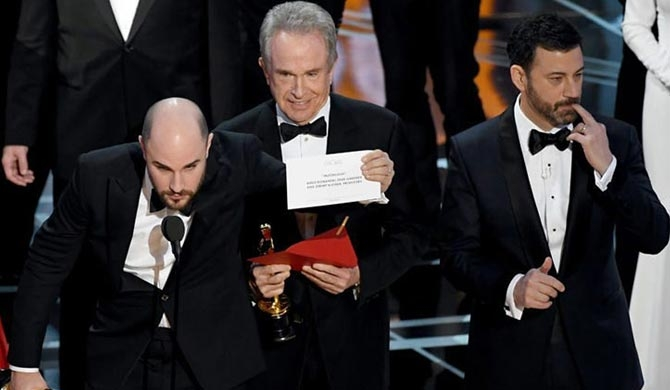Oscars Best Picture onstage gaffe (video)