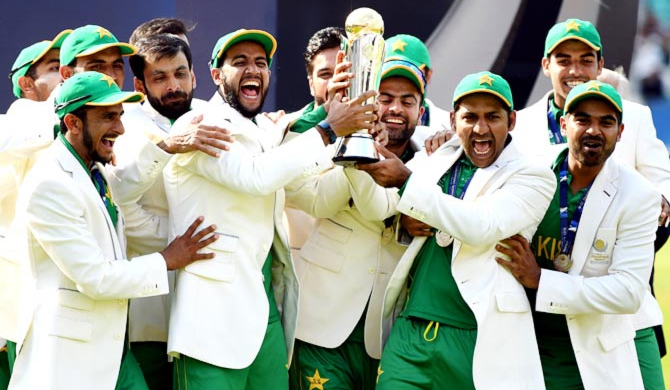 Pakistan steamrolls India to claim Champions Trophy (Highlights)