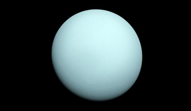Rotten egg gas around planet Uranus