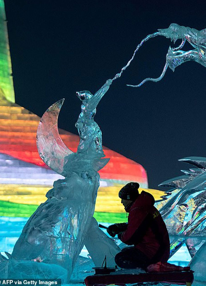 Harbin's ice festival kicks off (Pics)