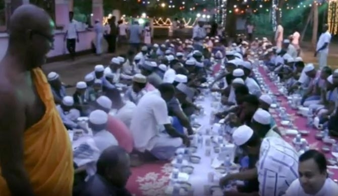 Muslims celebrate Ifthar at Buddhist temple