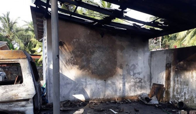 House in Jaffna petrol-bombed (Pics)