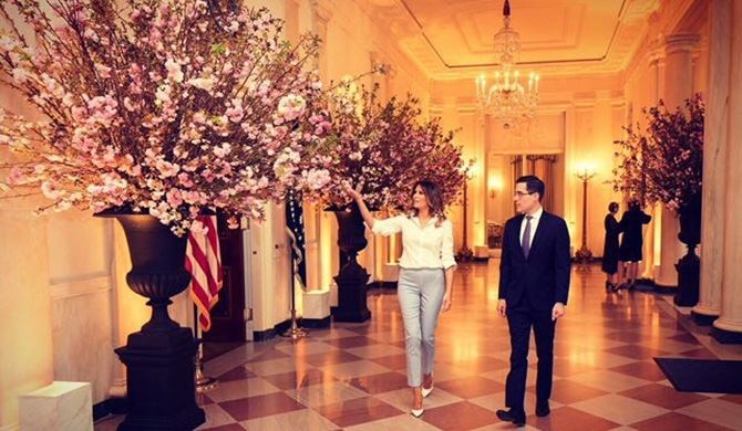 Melania steps into spotlight for Macron visit (Video)