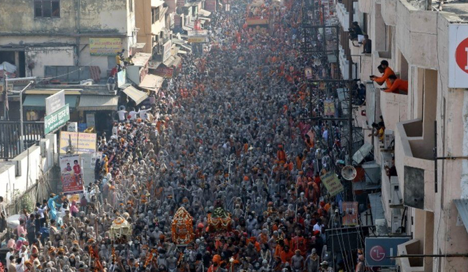 Hundreds test positive at India's Kumbh Mela festival